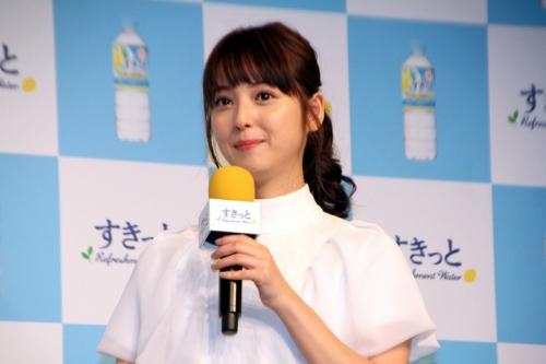 佐々木希、アンジャッシュ渡部建との熱愛質問にノーコメント 笑顔で会釈5