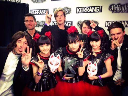 BABYMETAL、英国音楽誌「KERRANG!」主催の「KERRANG! AWARDS 2015」で日本人初受賞2