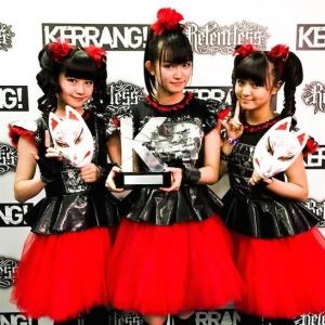 BABYMETAL、英国音楽誌「KERRANG!」主催の「KERRANG! AWARDS 2015」で日本人初受賞