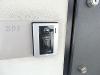 防犯意識の高いダブルロック式の玄関ドア