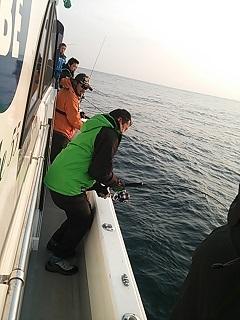①朝一 一流し即効ヒット初乗船でおめでとうございます。