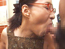【無修正】極太チンコ2本に生唾を飲む五十路痴女  宮下真紀子