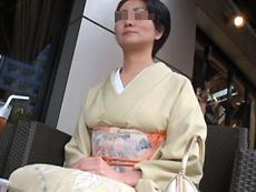 【無修正】働く地方のお母さん ~体で借金返済をするクラブ経営の美人ママ~  木村留衣