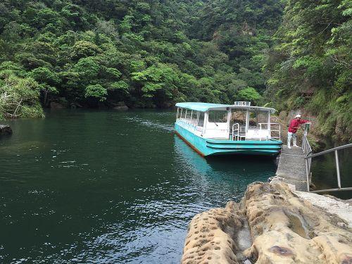 船着き場とボート