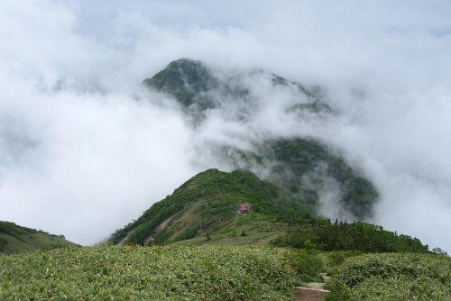 山小屋と大源太山