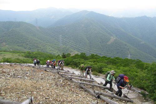 三国山への登り