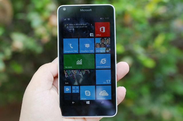 Lumia_640_01.jpg