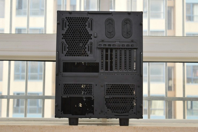 Thermaltake_Core_X9_03.jpg