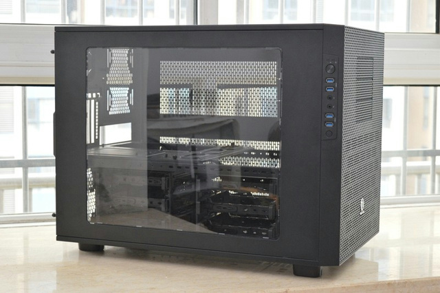 Thermaltake_Core_X9_04.jpg