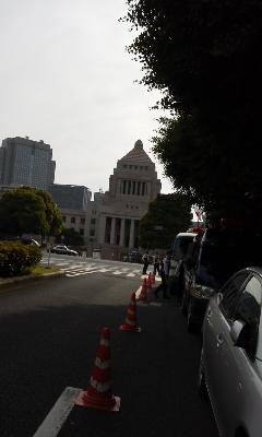 150524_5~国会議事堂