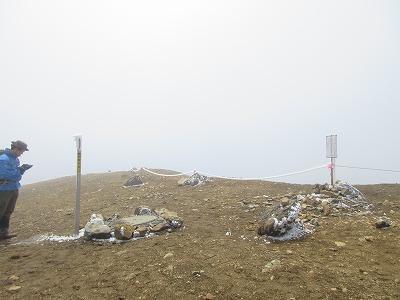 雌阿寒岳山頂(6月霜)
