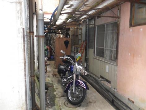 積善館 本館 バイク駐車場