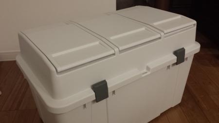 『ホーム&ホーム 3分類ゴミ容器 40L×3 屋外設置可の防水タイプ 分別用シール付』