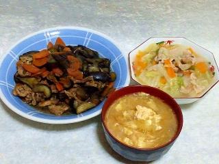 150417_3039茄子と根菜の炒め物・八宝菜・玉葱と卵の味噌汁VGA