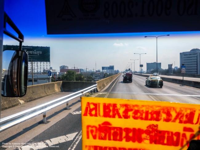 ドンムアン空港から乗ったエアポートバス[A1]車窓の景色