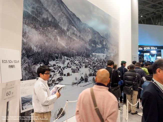CP+2015 キヤノン 壁にEOS 5DsRの写真が展示されている