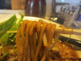中田製作所 ピーの黒味噌ラーメン 麺