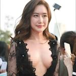 韓国女優 イム・ジヨン が映画祭でおっぱいポロリドレス