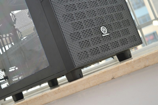 Thermaltake_Core_X9_05.jpg