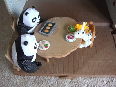 パンダと恐竜の食卓